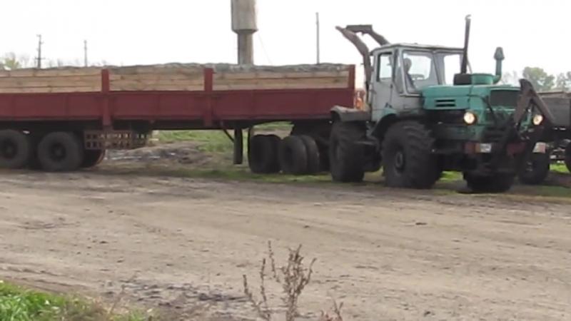 Трактор Т-150 и полуприцеп