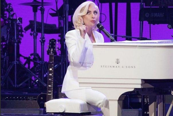 #News Леди Гага вернулась к работе и готовит что-то интересное