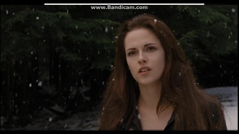 Сумерки Рассвет, часть 2. Ирина видит Бэллу и с дочкой, думает что девочка вампир