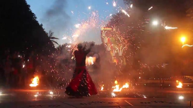 Фаер шоу в Черкассах , шоу с огнем Кропивницкий , пиротехническое шоу Киев , шоу-проект Дыхание Дракона