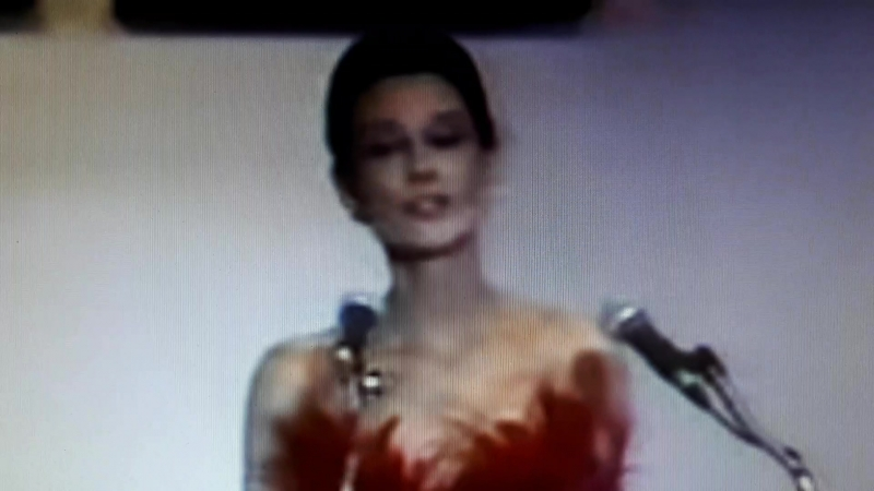 Audry Hepburn tribute Givenchy