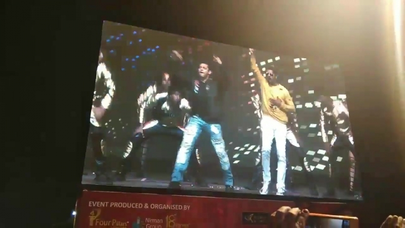 Now its time to watch legends together... SalmanKhan and Prabhu Deva dancing on Jalwa - DaBanggTourPune httpst.cotDBtJDlMyZ.mp4