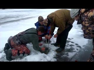 Зимняя Рыбалка! Рыбаки не могут вытащить Огромную Щуку! Лучшая Рыбалка етого сез