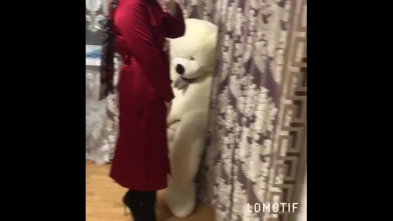 Весеннее красное пальто