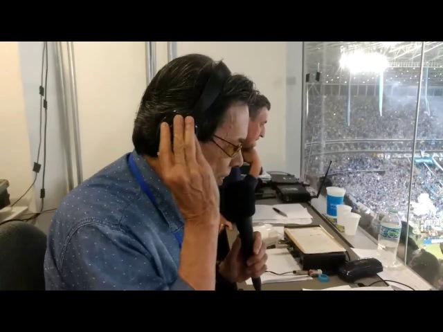 Veja o momento que Haroldo de Souza narra o gol do Grêmio e a nação tricolor explode de emoção!