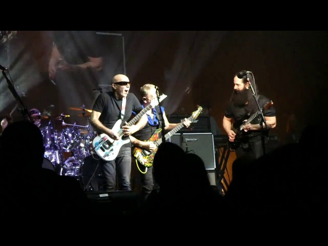 Going Down - G3 2018 - Joe Satriani, John Petrucci, Phil Collins - Live in Seattle