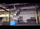Антропоморфный робот Atlas делает сальто назад