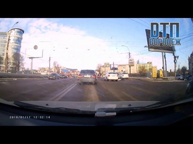 Сбили пешехода у Работницы в Воронеже