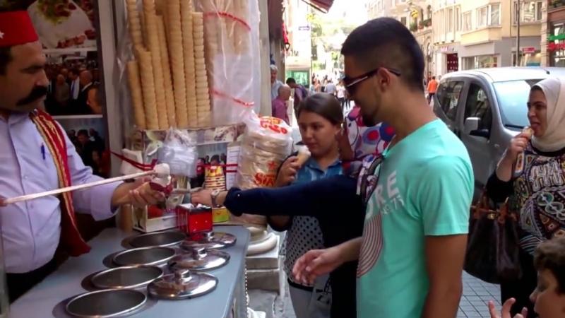 Продавец мороженого в Турции