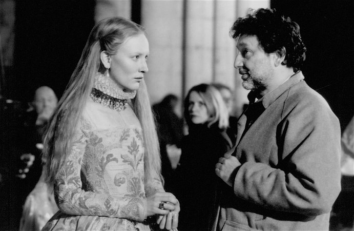 Shekhar Kapur directs Elizabeth in B-roll behind the scenes footage (1998)