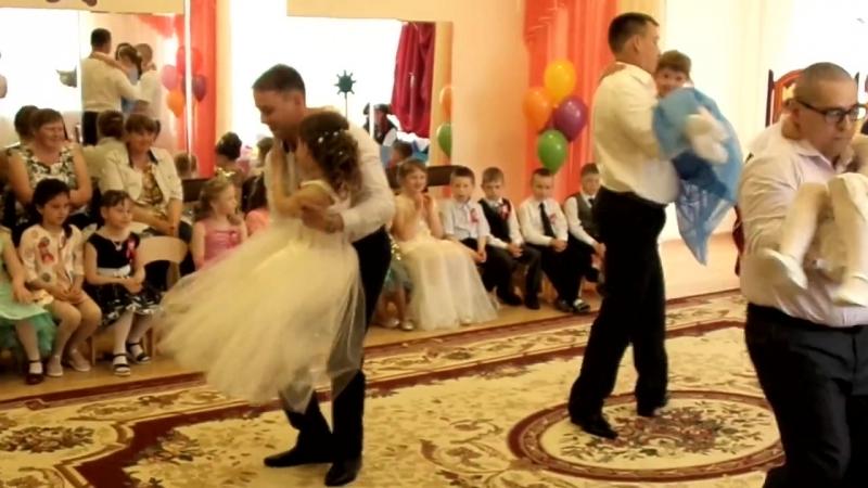 танец пап и дочек на выпускном в детском саду 127801 128546 128139 12813
