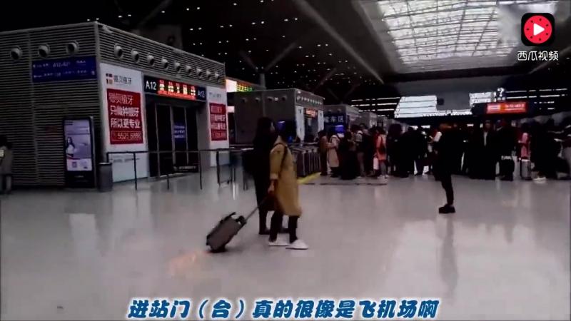 парень Китай Индия на поезде