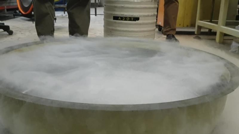 Охлаждение жидким азотом детали из углепластика
