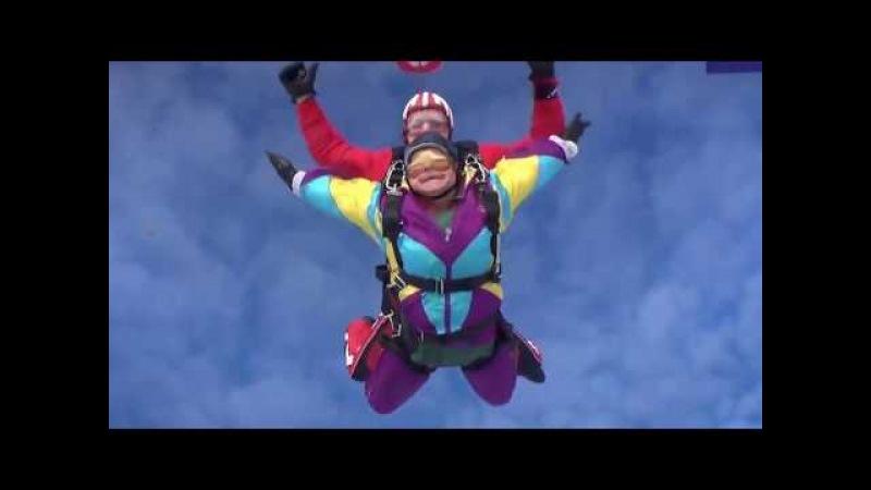 Пенсионерка из Екатеринбурга прыгнула с парашютом в честь своего 80-летия