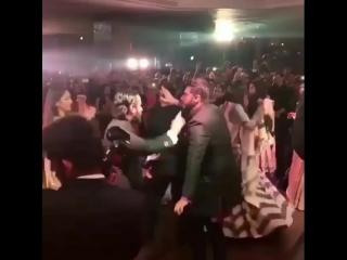 Саиф, Карина Капур, Сонам и Арджун Капур танцуют