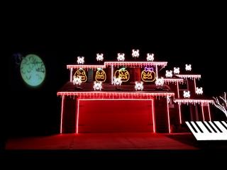 Тыквы и пауки, поющие песню из «Кошмара перед Рождеством».