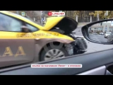 BMW X5 и такси Шоколад столкнулись на территории МГУ в Москве.