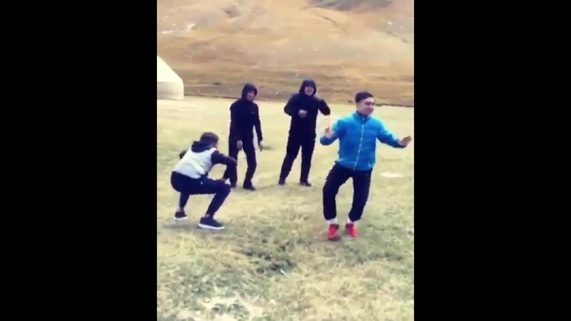 танцы в горах