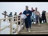 Посол США в РФ на Крещение искупался в проруби