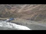 В Перу автобус упал в пропасть с высоты 100 метров. Погибло около 50 человек.