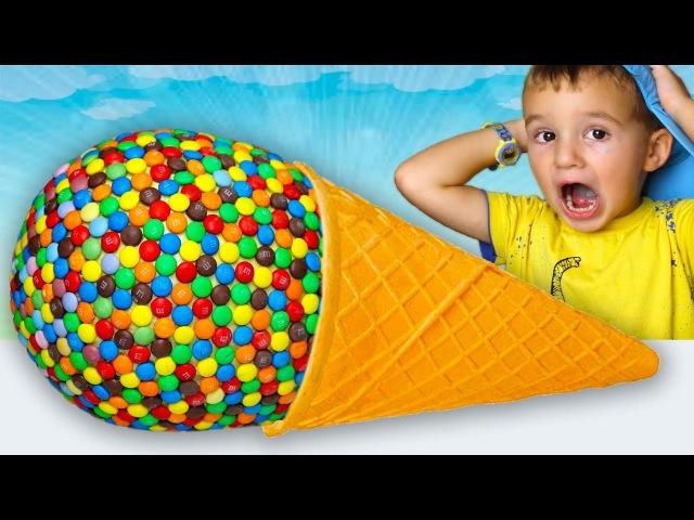 Вредные Дети едят Гигантские конфеты! Джони Джони да папа детские стишки GIANT CANDY F...