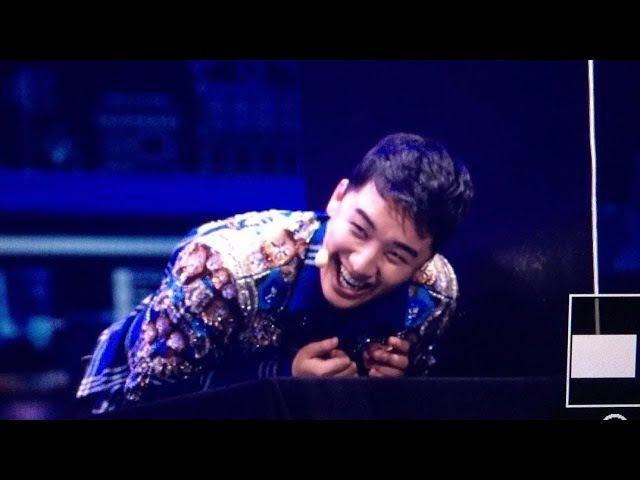 BIGBANG SEUNGRI KISS A FAN AT HIS FANMEETING IN MACAU