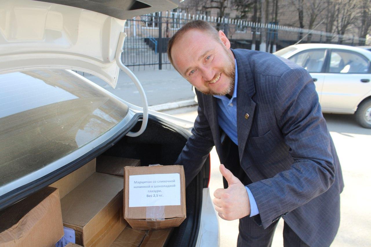 Союз добровольцев Донбасса передал Луганскому кадетскому корпусу конфеты