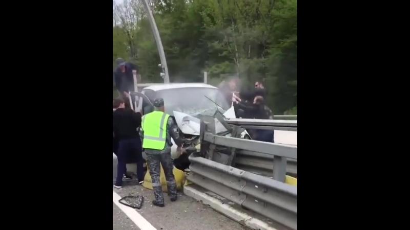 Пьяное ДТП в Сочи Мацеста Газель врезалась в отбойник 19 04 18