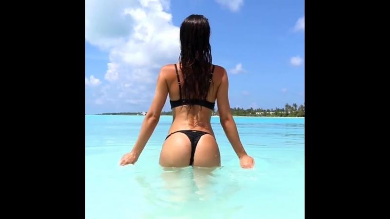 Silvia Caruso шикарная латиночка фитнес модель и ее классные большие сиськи и упругая жопа, секс фитоняшка спортсменка не порно