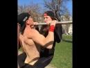спортивные ребята и стимул для парней