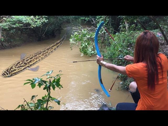 Amazing Girl Make BowFishing Using PVC Pipe To Shoot Fish Khmer Fishing At River Siem Reap