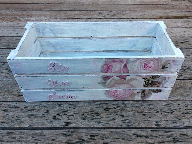 Caja de madera decorada con decapado y decoupage - conideade