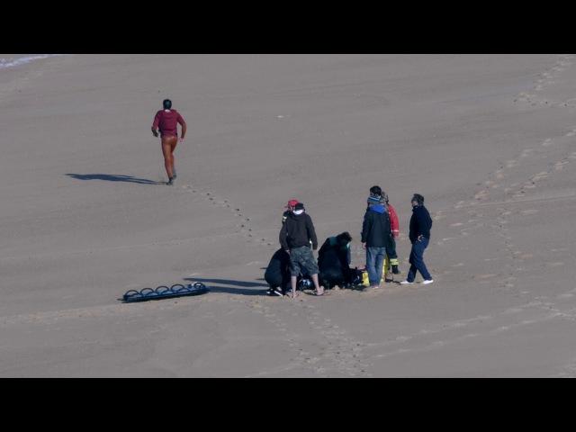 Серфер сломал спину на самых больших волнах в мире