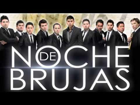 NOCHE DE BRUJAS BAILANDO
