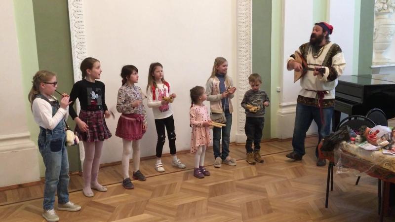 детский ансамбль песни и тряски