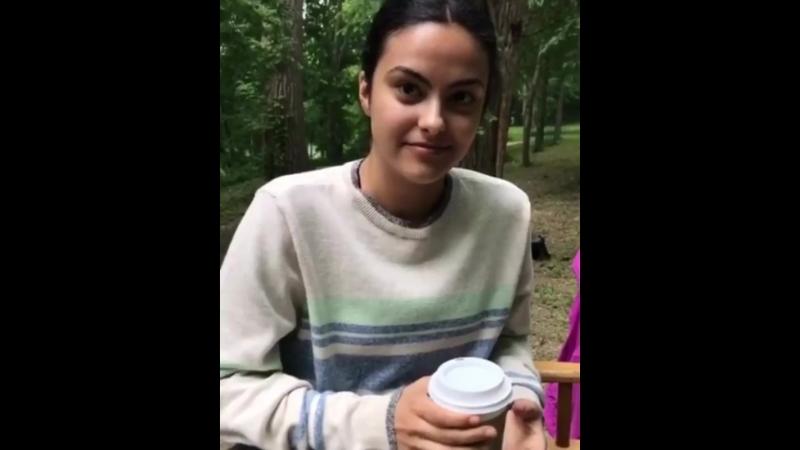 Камила Мендес на съёмках нового проекта под названием «Озеро Койот».