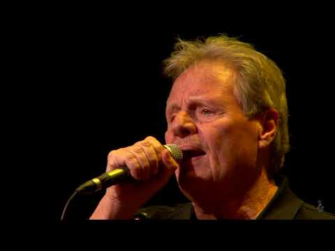 Delbert McClinton - Two More Bottles Of Wine (eTown webisode 1285)
