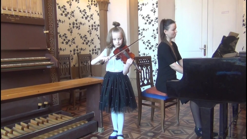 прялка Яньшинова исполняет Аэлита 7 лет