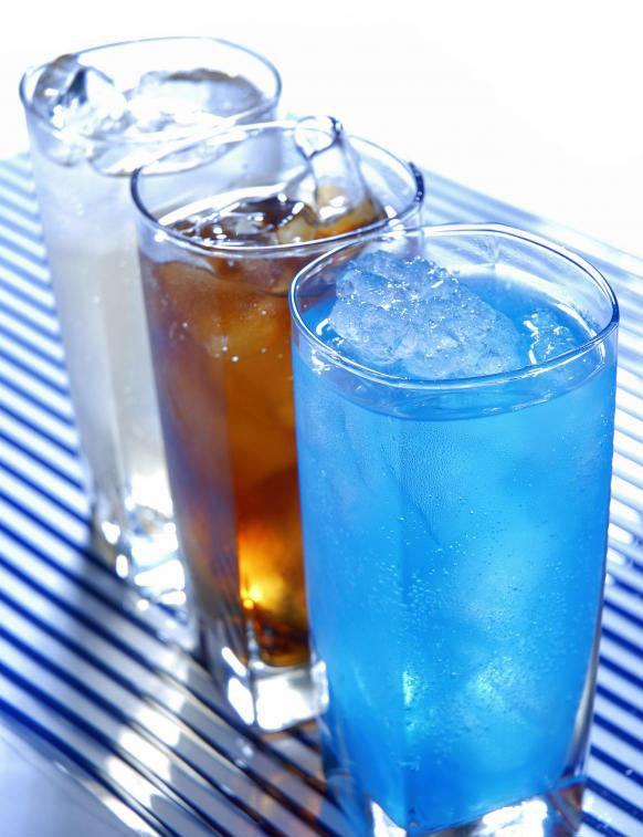 Некоторые компании по производству напитков имеют долю в пищевой промышленности.