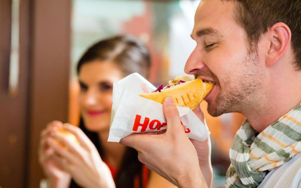 В пищевую промышленность входят поставщики ресторанов быстрого питания.