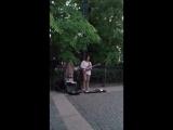 Уличный музыкант играет Пинк Флойд.mp4