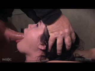 Порно издеваеца над дочкой