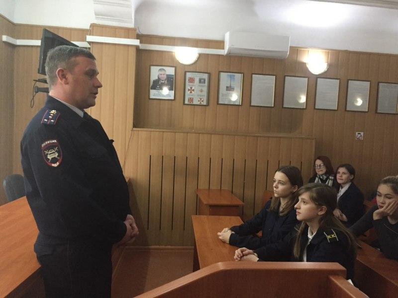 Полицейские Советска рассказали кадетам о своей службе