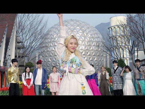 [The middle of the world] MOMOLAND Riding the Hanbok bus King SHOW BBOOM BBOOM~ MOMOLAND's Hanbok busking show