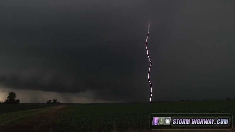 Intense supercell Thunderstorms in Illinois 7-11-2015