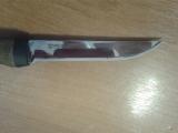 Проверка качества заточки норвежского ножа.