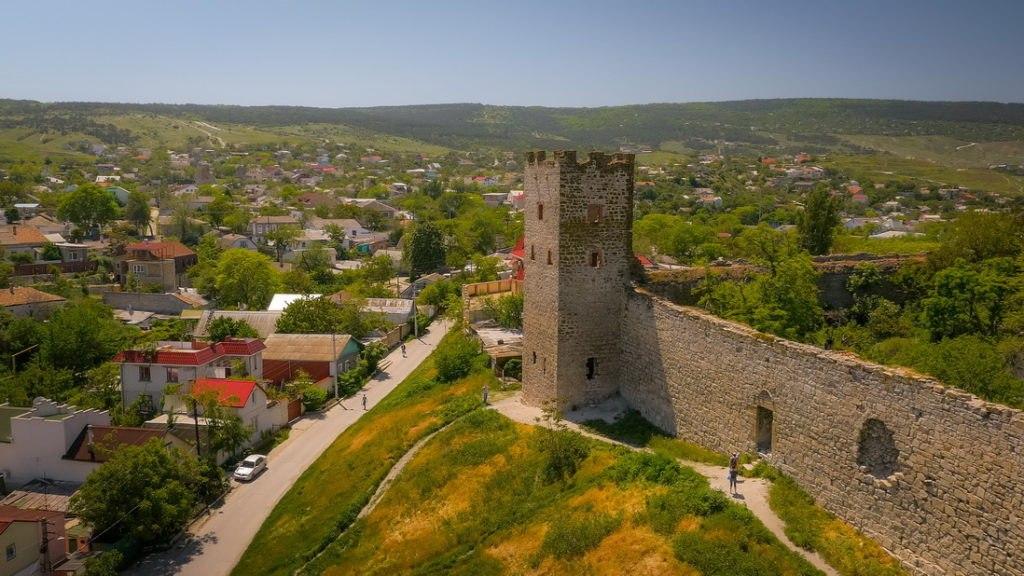 Солнечная Феодосия - город нежных акварельных тонов