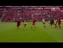 Salah escondendo a bola de seus companheiros no aquecimento