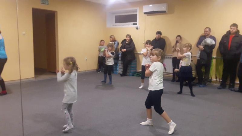 Детские танцы Праздник мам АМАЗОНКА фитнес зал