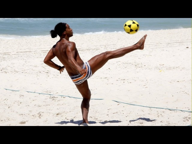 Ronaldinho Crazy Footvolley Skills Compilation !!